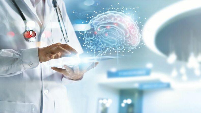 Medic care verifică sănătatea creierului, folosind o interfață tehnologică