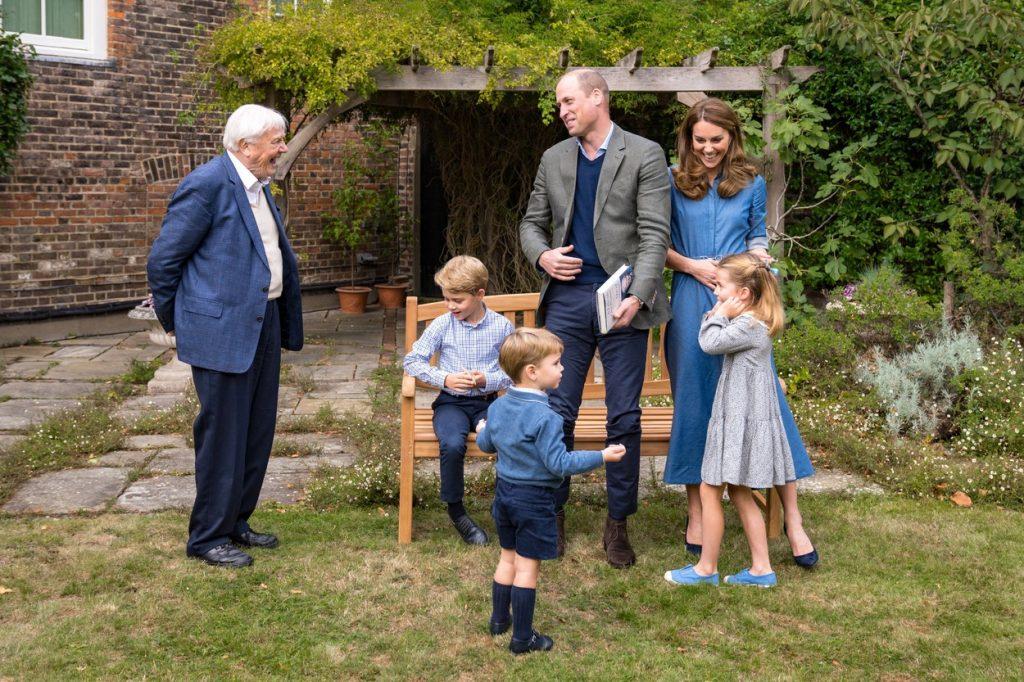 Ducii de Cambridge, împreună cu cei trei copii ai lor, în timpul unei vizite