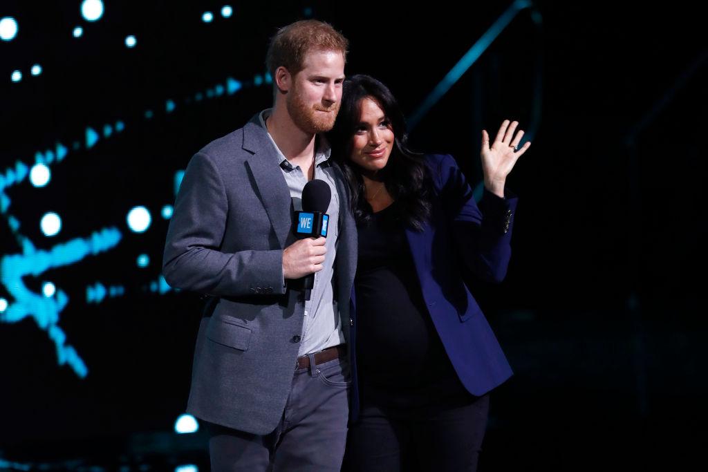 Ducii de Sussex, la un eveniment, pe scenă, în Londra