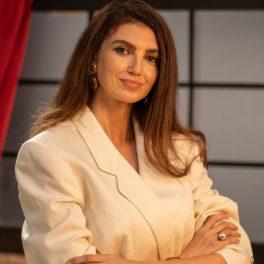 Ellida Toma, designer român, fotografiată în platoul de filmări pentru CaTine.ro