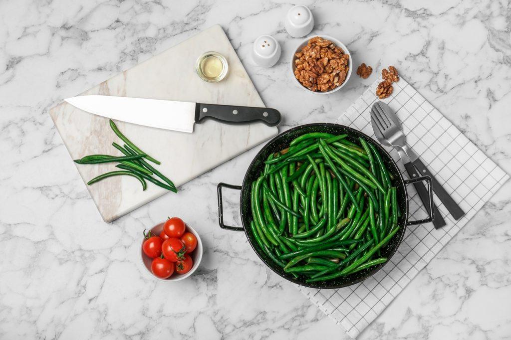 Ingrediente necesare preparării rețetei de fasole verde la tigaie