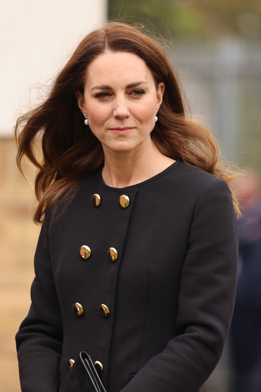 Kate Middleton, în vizită la Escadrila 282, în ținută de doliu