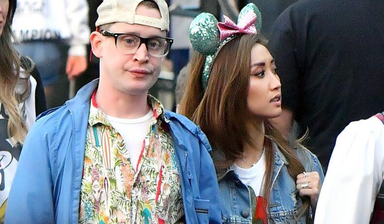 Macauley Culkin și Brenda Song, la Disneyland, alături de niște prieteni