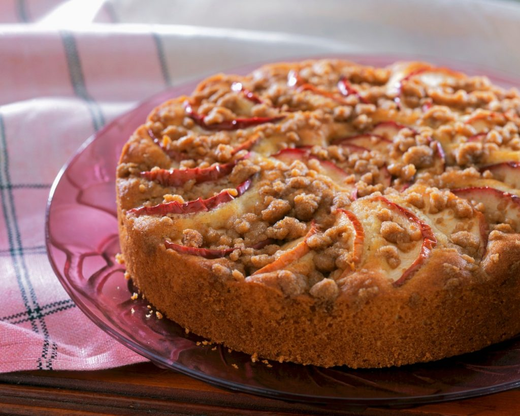 Prăjitura de post cu mere și nuci este mai gustoasă cu zahăr brun