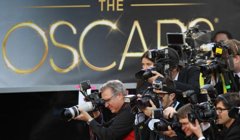 Mai mulți reporteri, pe covorul roșu la Premiile Oscar