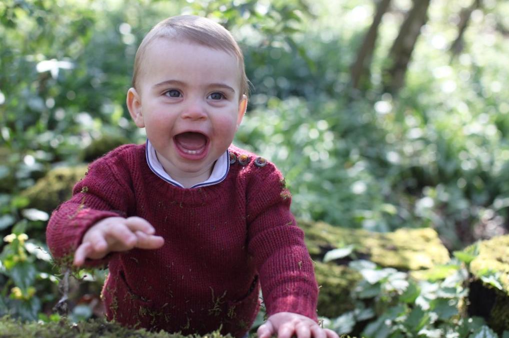 Prințul Louis, imagine de la prima aniversare, în grădina casei
