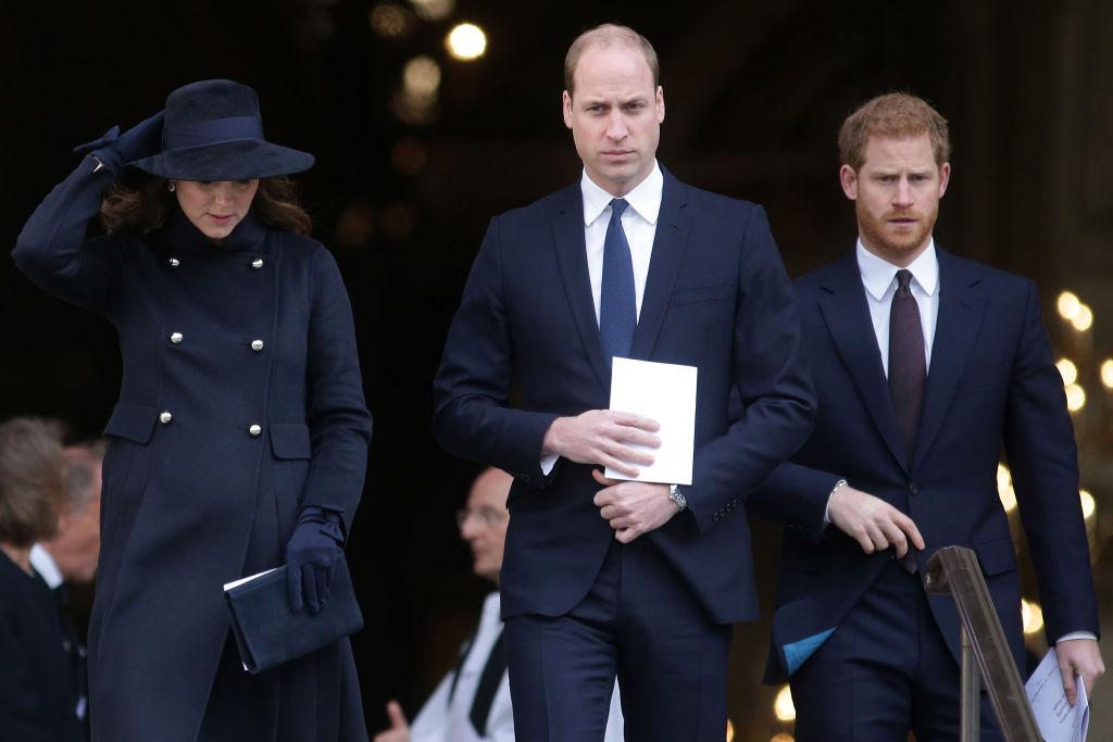 Prințul William și Prințul Harry la o ceremonie de la Grenfell Tower National Memorial Service