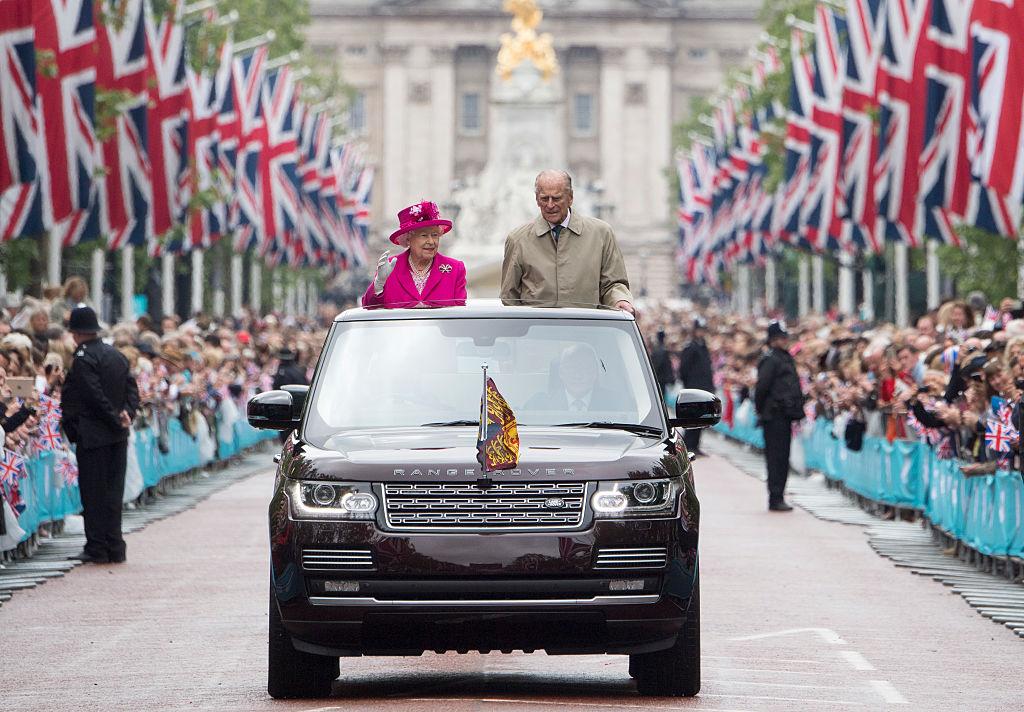 Regina Elisabeta și Prințul Philip, la ceremonia organizată cu ocazia împlinirii a 90 de ani a Majestății Sale