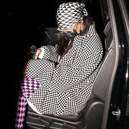 Rihanna, ținută asortată, cu carouri, pentru o ieșire în oraș cu prietenii