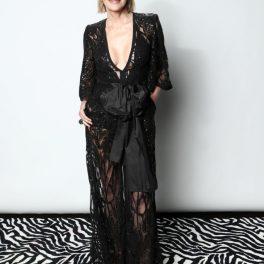 Sharon Stone, la un eveniment caritabil, într-o rochie elegantă, neagră