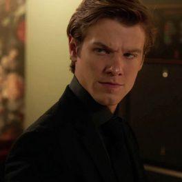 Actorul Lucas Till în rolul lui Angus MacGyver într-o scenă din episodul 1 al sezonului 5 din serialul Macgyver