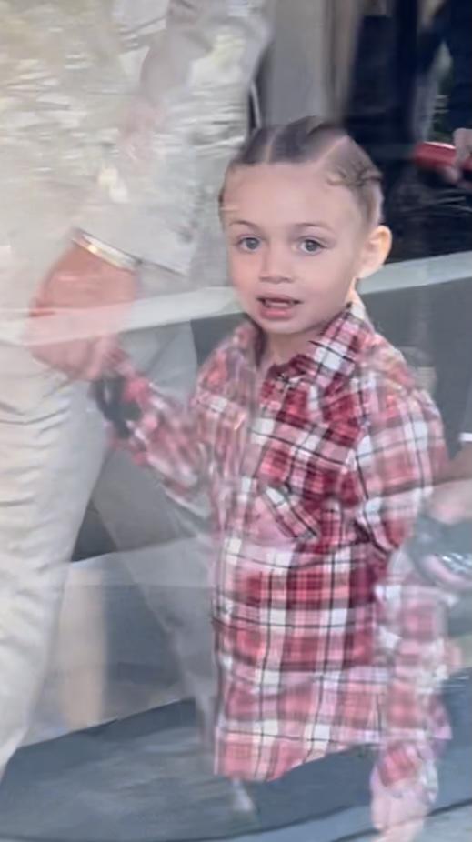 Adonis, fiul rapperului Drake, îl însoțește pe tatăl său la Premiile Billboard din 2021