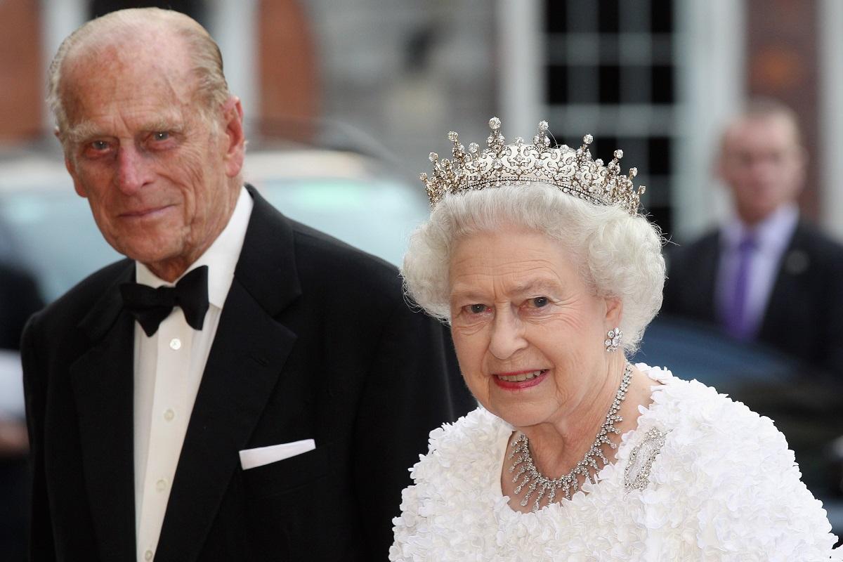 Prințul Philip îmbrăcat în smoking alături de cea căreia i-a lăsat o moștenire impresionantă, Regina Elisabeta
