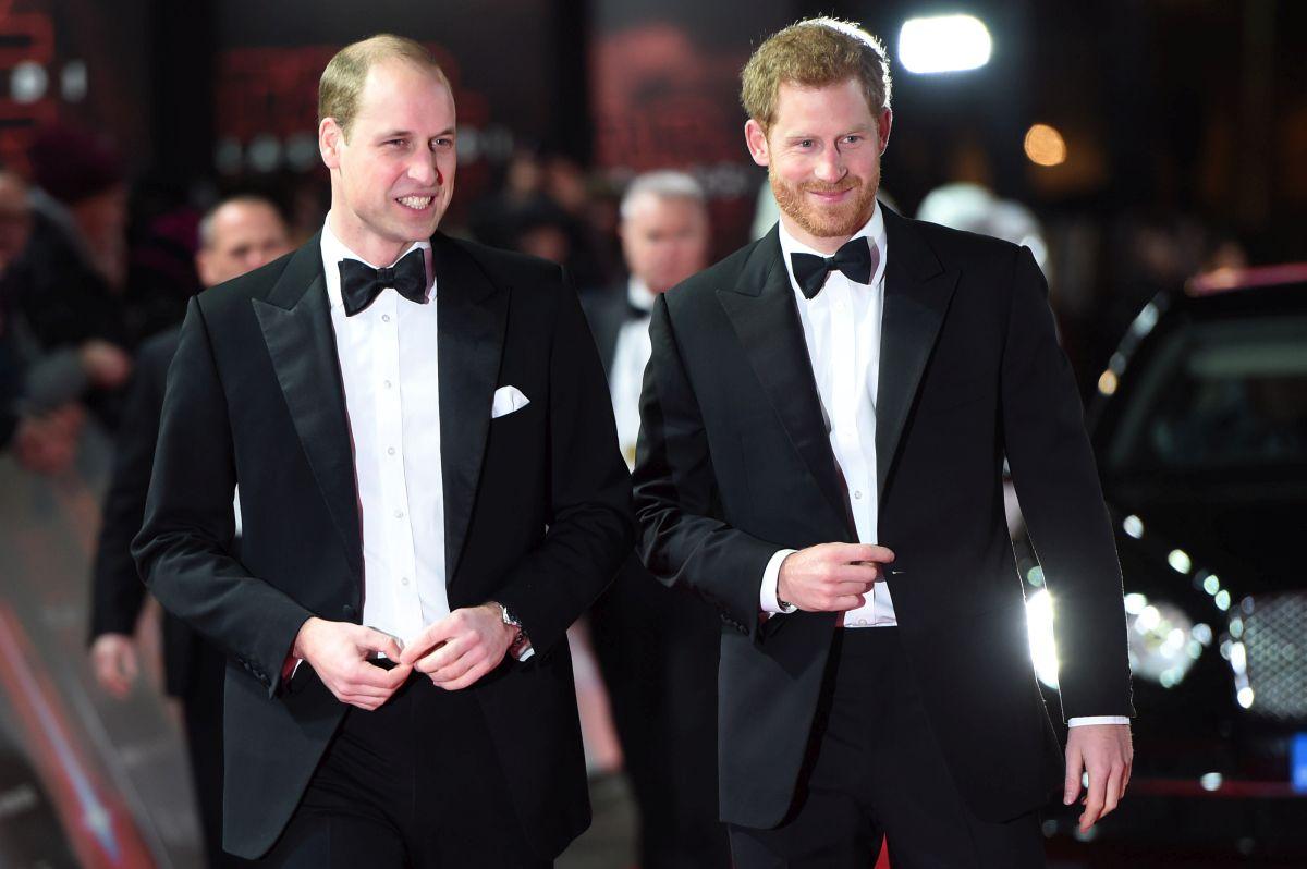 """Prințul William, alături de fratele său, la premiera filmului """"Star Wars: The last Jedi"""""""