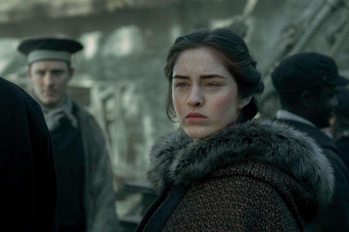 """Jessie Mei Li care interpretează personajul Alinei Starkov într-una din scenele din sezonul unu realizat de producătorii """"Shadow and Bone"""""""