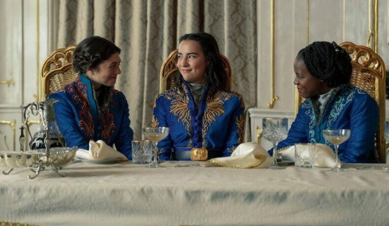 "Jasmine Blackborow, Jessie Mei Li, Gabrielle Brooks într-o scenă din miniseria ""Shadow And Bone"""