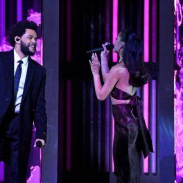 Ariana Grande, reprezentație pe scena iHeart Music Awards 2021, alături de The Weekend