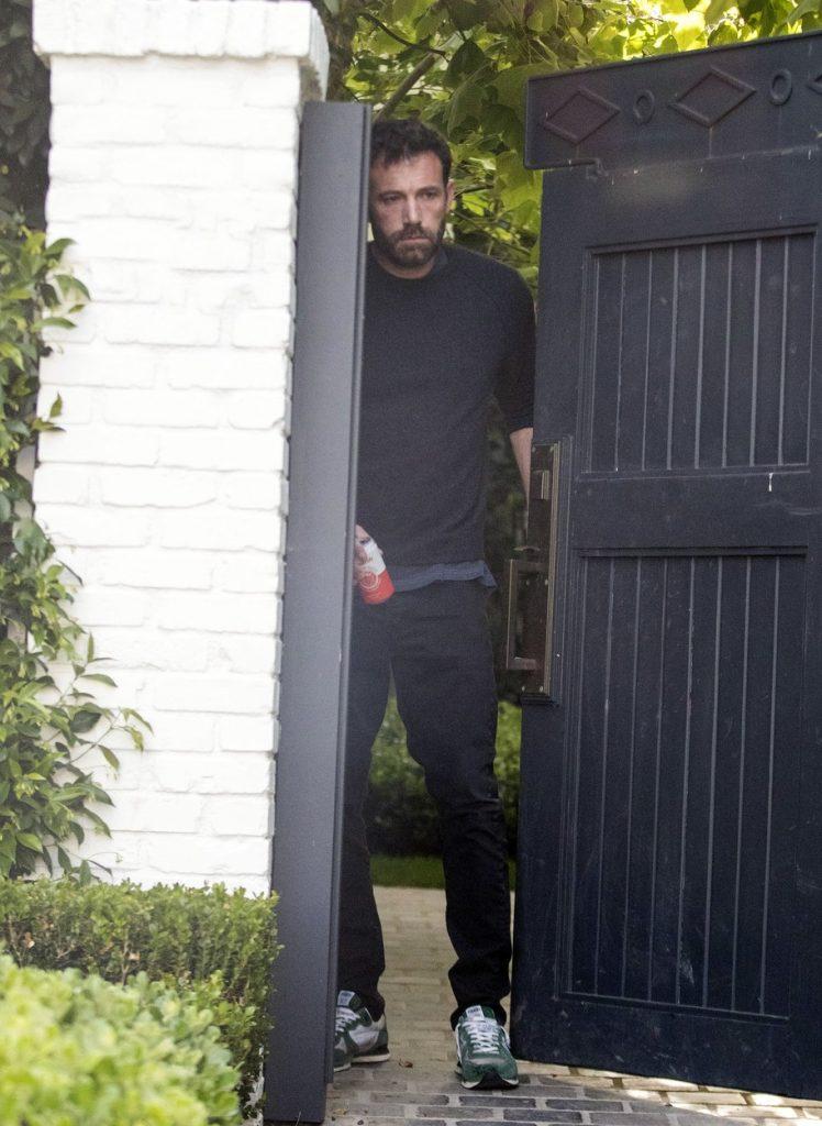 Ben Affleck, fotografiat în timp ce iese din casa lui Jennifer Lopez