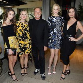 Catherine Zeta Jones, alături de fiica sa, Carys, la o prezentare de modă Michael Kors