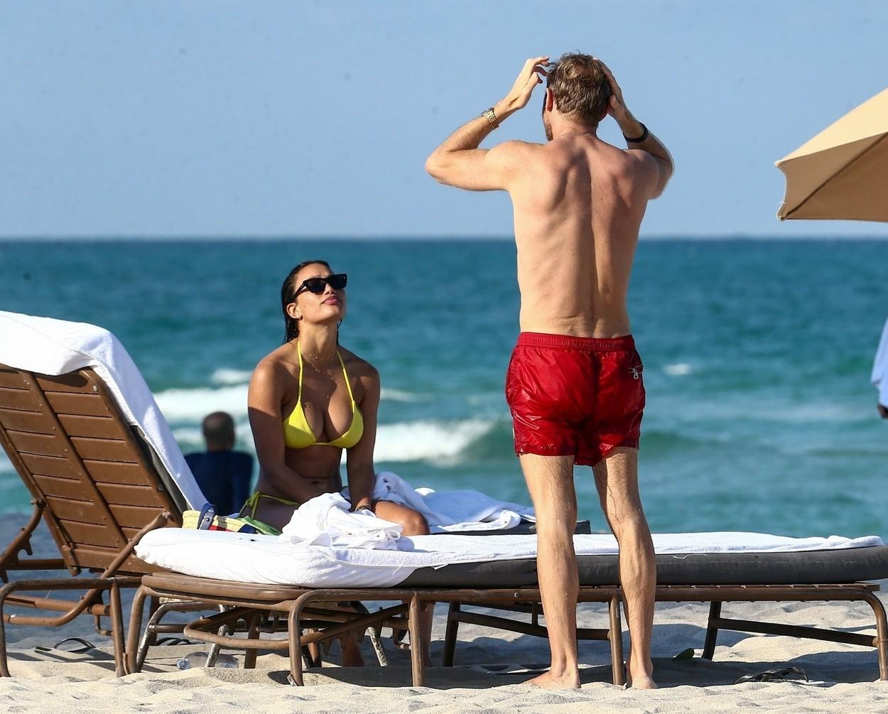 David Guetta și iubita sa, Jessica Ledon au fost pozați în timp ce discutau pe plajă în Miami