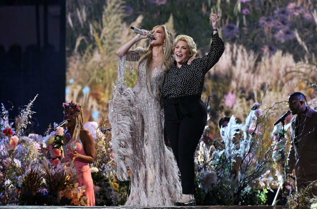 Jennifer Lopez, alături de mama ei pe scena VAX Live