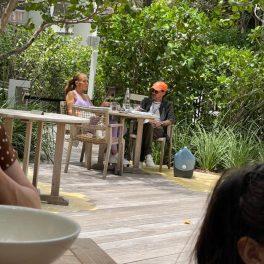 JLo și fostul soț, Ben Affleck, fotografiați împreună, de la distanță, în timp ce iau masa în Miami