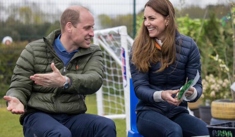 Kate Middleton și Prințul William, la County Durham, în timp ce discută, râd și plantează răsaduri