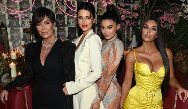 Kendall Jenner, alături de două dintre surorile ei și de Kris Jenner