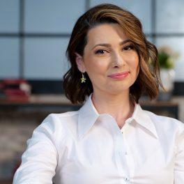 Mihaela Călin, zâmbitoare și cu o energie molipsitoare la interviul CaTine.ro