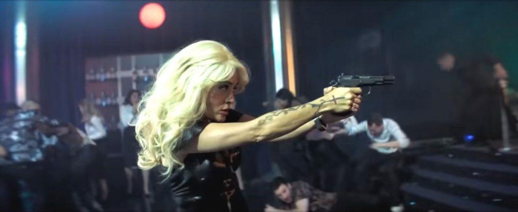 O secvență din cel mai noul al Salmei Hayek în care actrița este blondă.