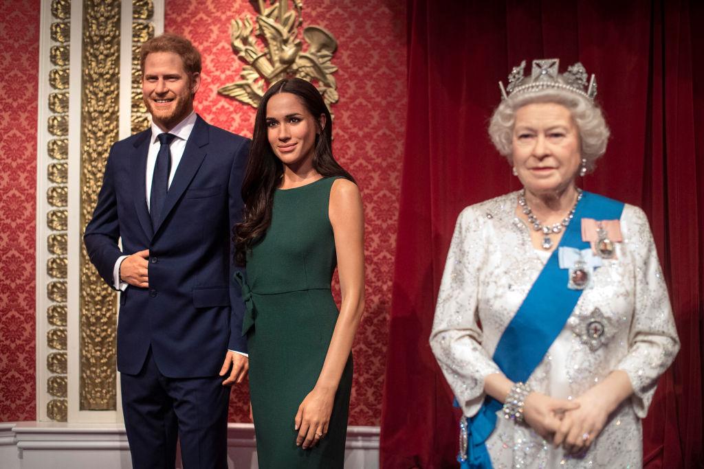 Statuile din ceară ale Ducilor de Sussex, la Madame Tussauds, în Londra, alături de cea a Reginei Elisabeta