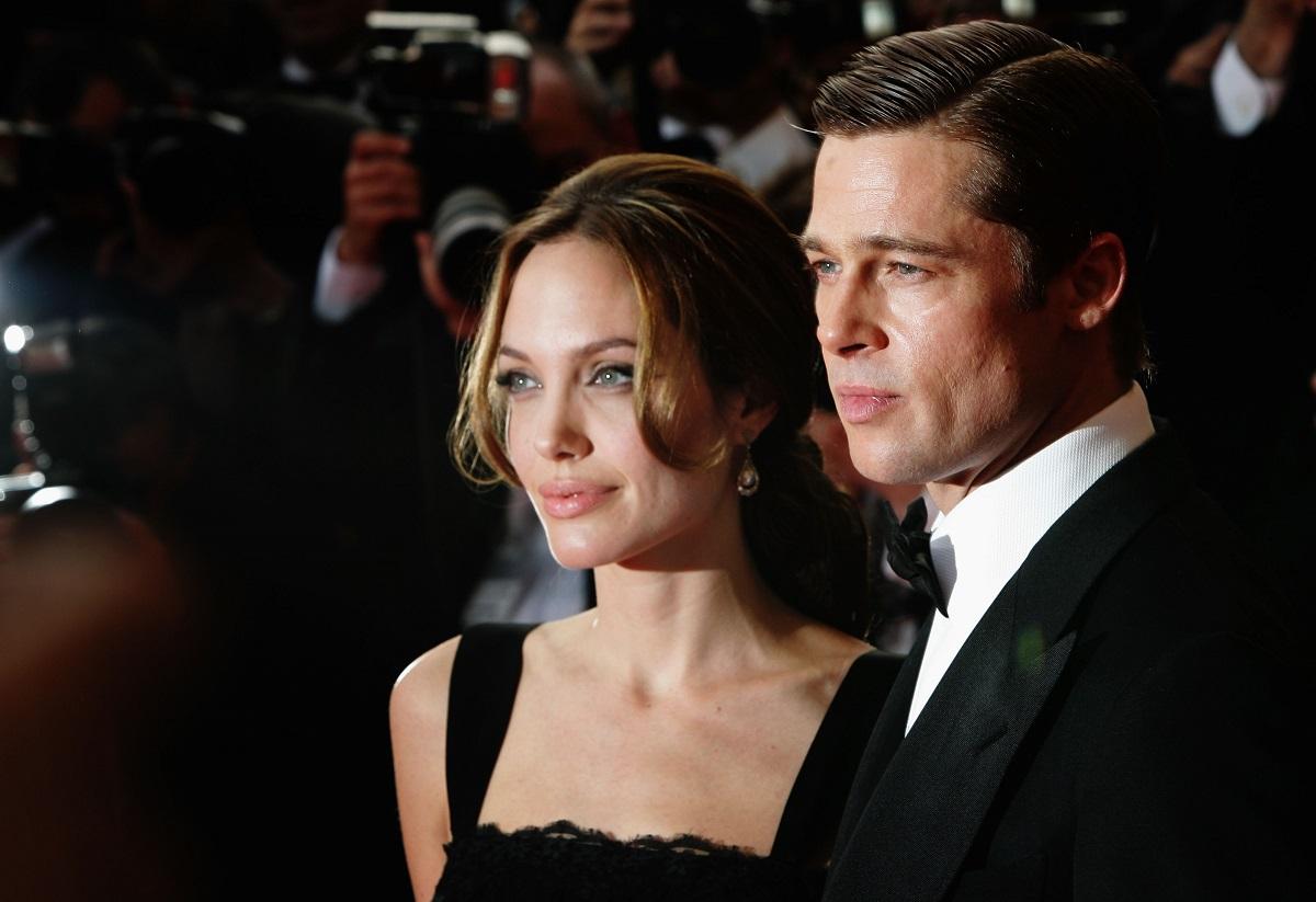 Portret al actriței Angelina Jolie îmbrăcată în rochie și al fostului său soț Brad Pitt la premiera filmului A Mighty Heart din 2007