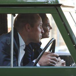 Ducii de Cambridge într-o mașină la un cinema drive-in organizat în Scoția unde sunt alături de Regina Elisabeta