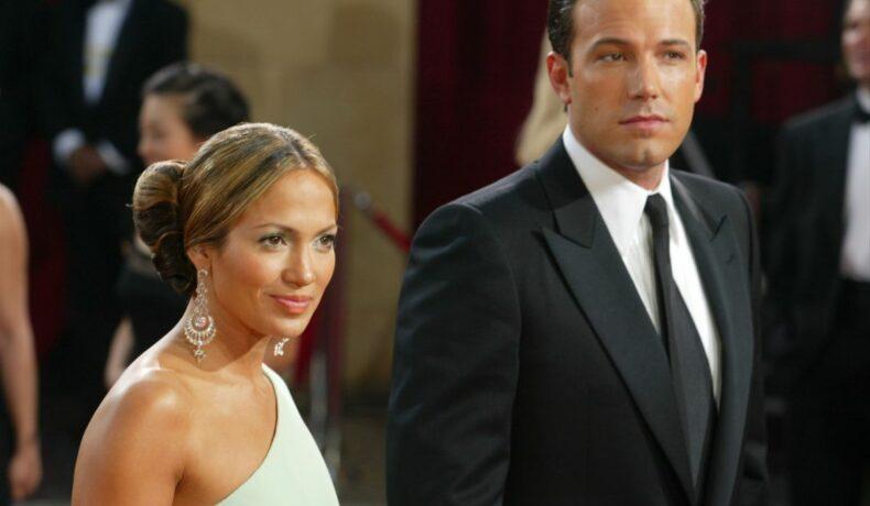 Jennifer Lopez și Ben Afflex participă la un eveniment la Kodak Theater, în California