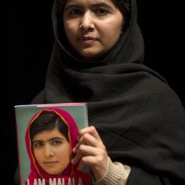 Malala Yousafzai își prezintă autobiografia
