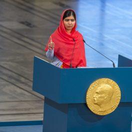 Malala Yousafzai își ține discursul, la ceremonia de decernare a Premiilor Nobel, în 2014