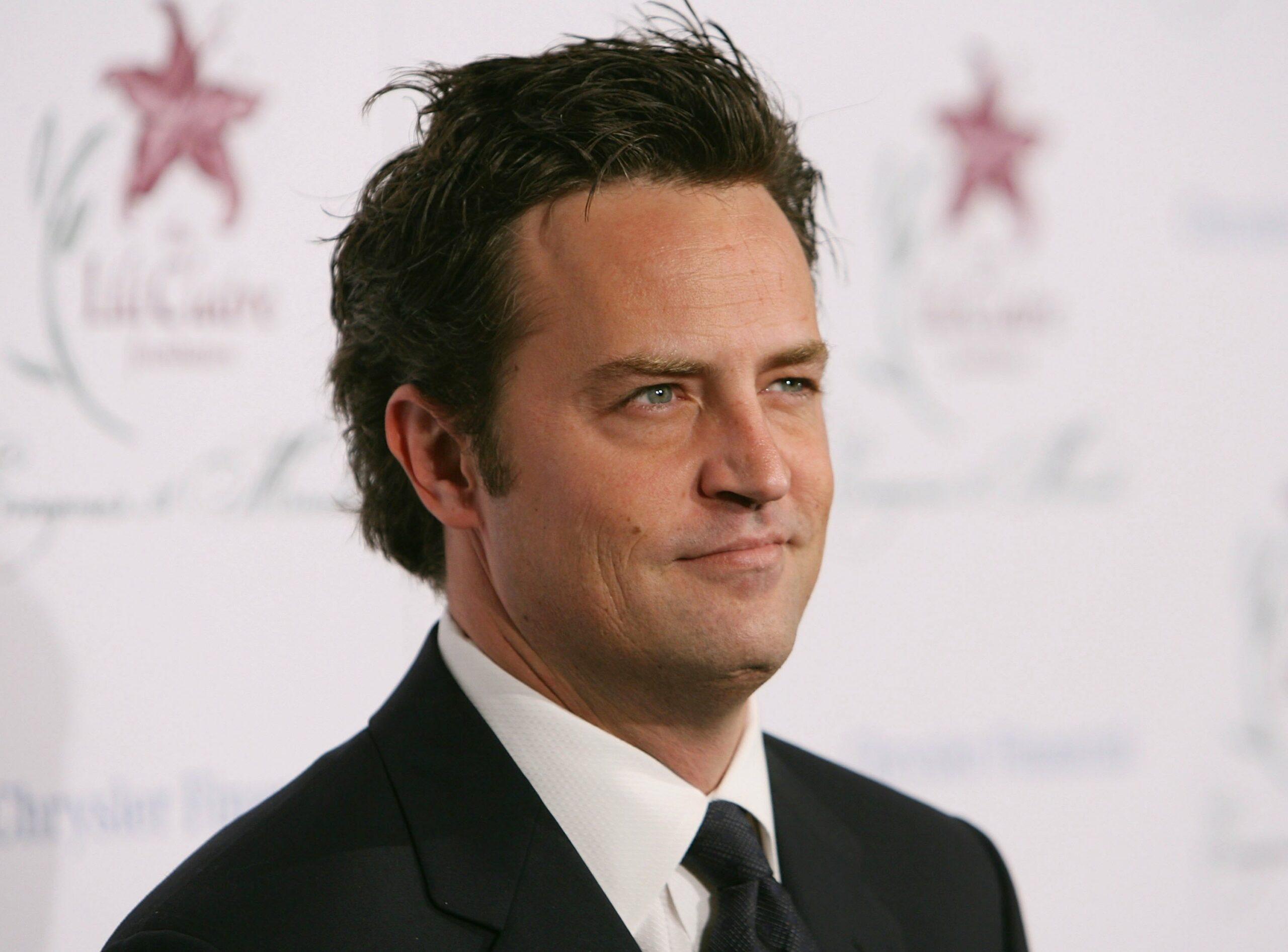 Matthew Perry participă la o cină caritabilă, în Beverly Hills, în anul 2006
