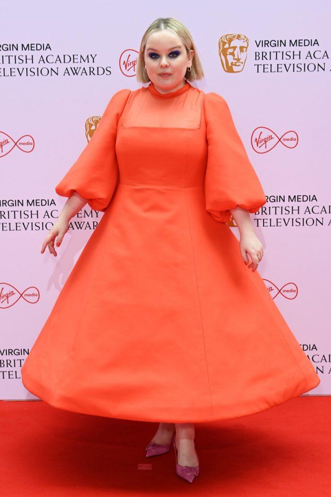 Nicole Coughlan a optat pentru o rochie extravagantă, roșie, la Premiile Bafta 2021
