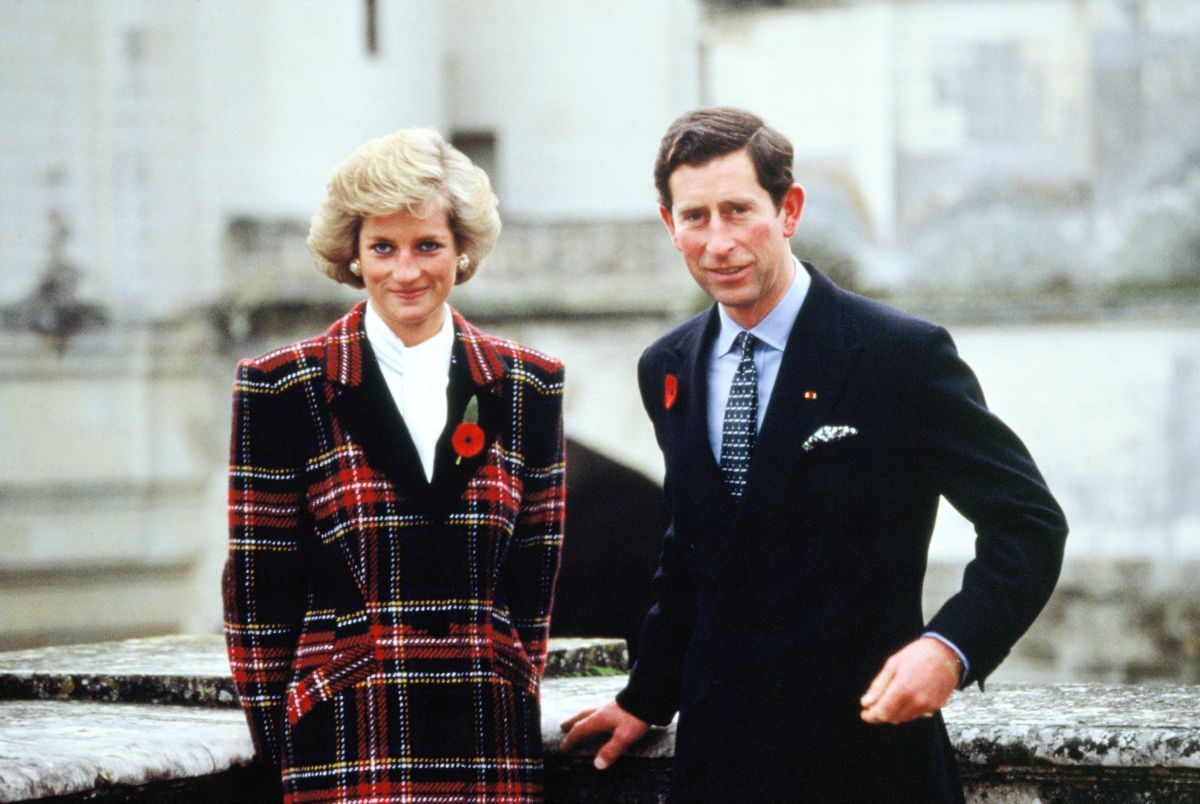 Prințul Charles și Prințesa Diana, în timpul unei călătorii în Franța