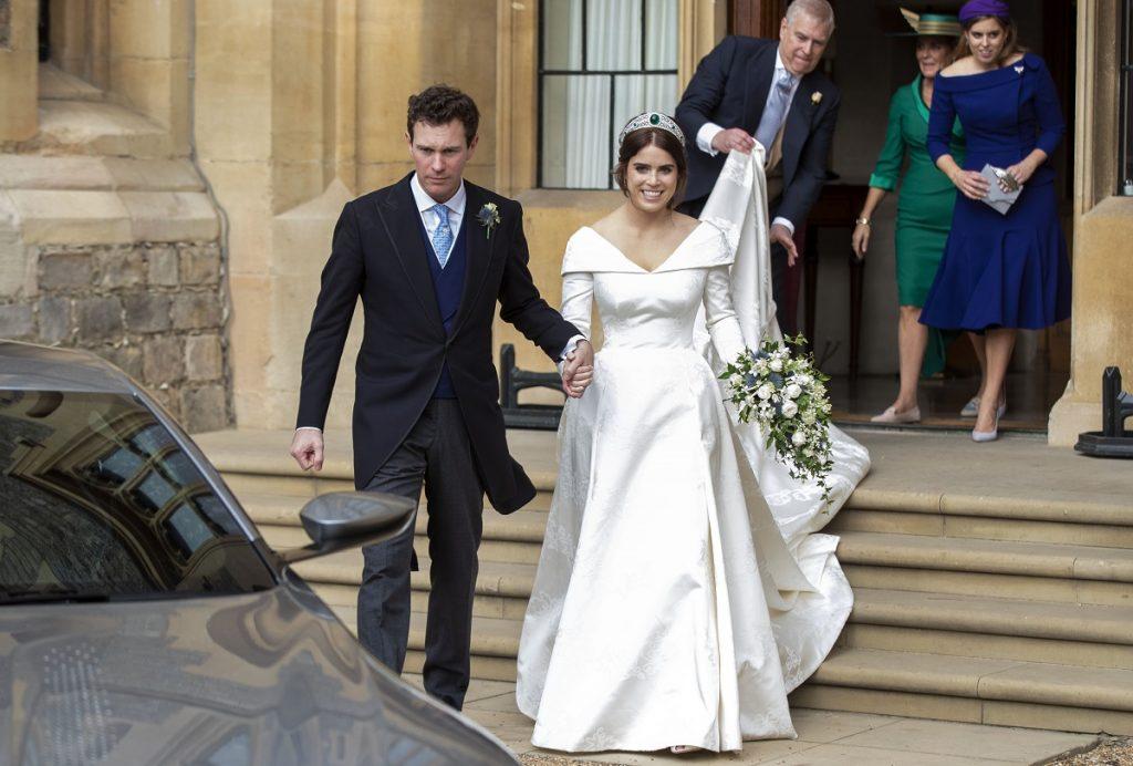 Prințesa Eugenie într-una din cele mai frumoase rochii de mireasă alături de soțul său Jack Brooksbank la nunta din 2018 la Castelul Windsor