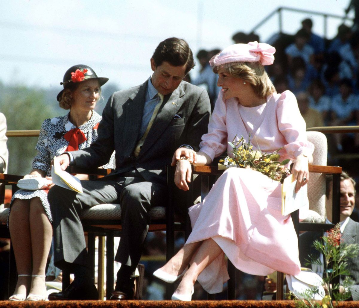Prințesa Diana și Prințul Charles s ețin de mână, în cadrul primului lor tur oficial, în Australia