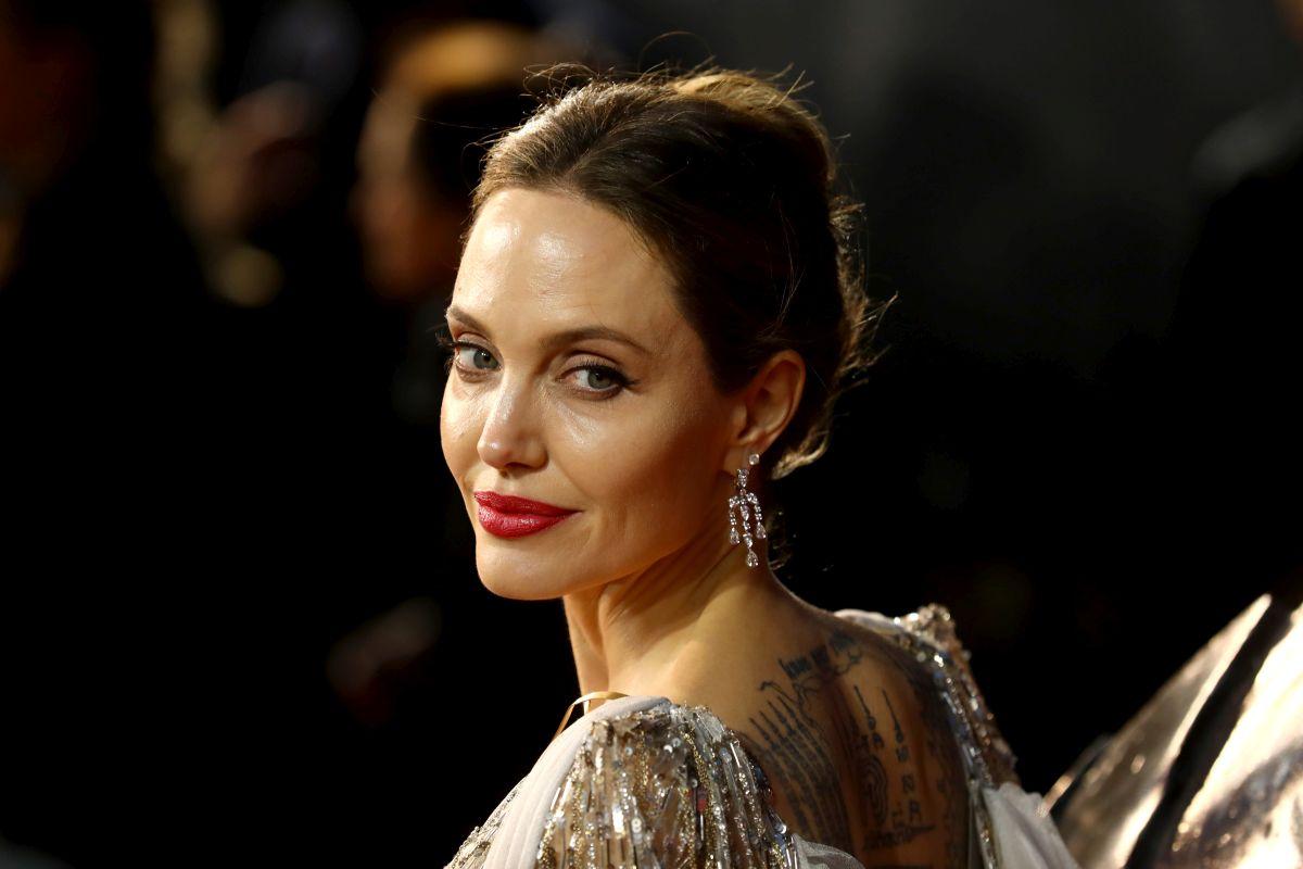 """Angelina Jolie participă la premiera europeană a filmului """"Maleficent"""""""