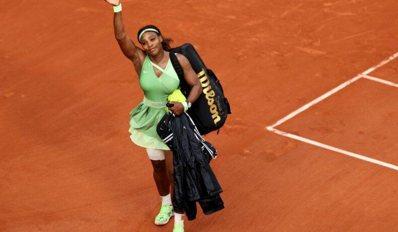 Serena William poartă îmbrăcăminte în tonuri vernil