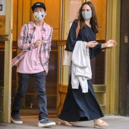 Angelina Jolie și fiul ei, Pax, fotografiați în timp ce ies din apartamentul lui Johnny Lee Miller