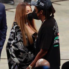 Beyonce și Jay-Z, extrem de afectuoși, pe terenul de baschet, la un eveniment NBA