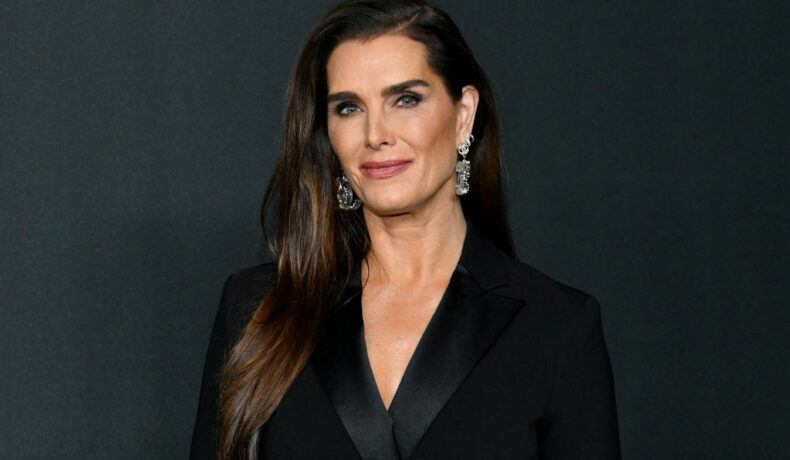 Brooke Shields, la un eveniment Chanel, din anul 2019, îmbrăcată într-o ținută neagră