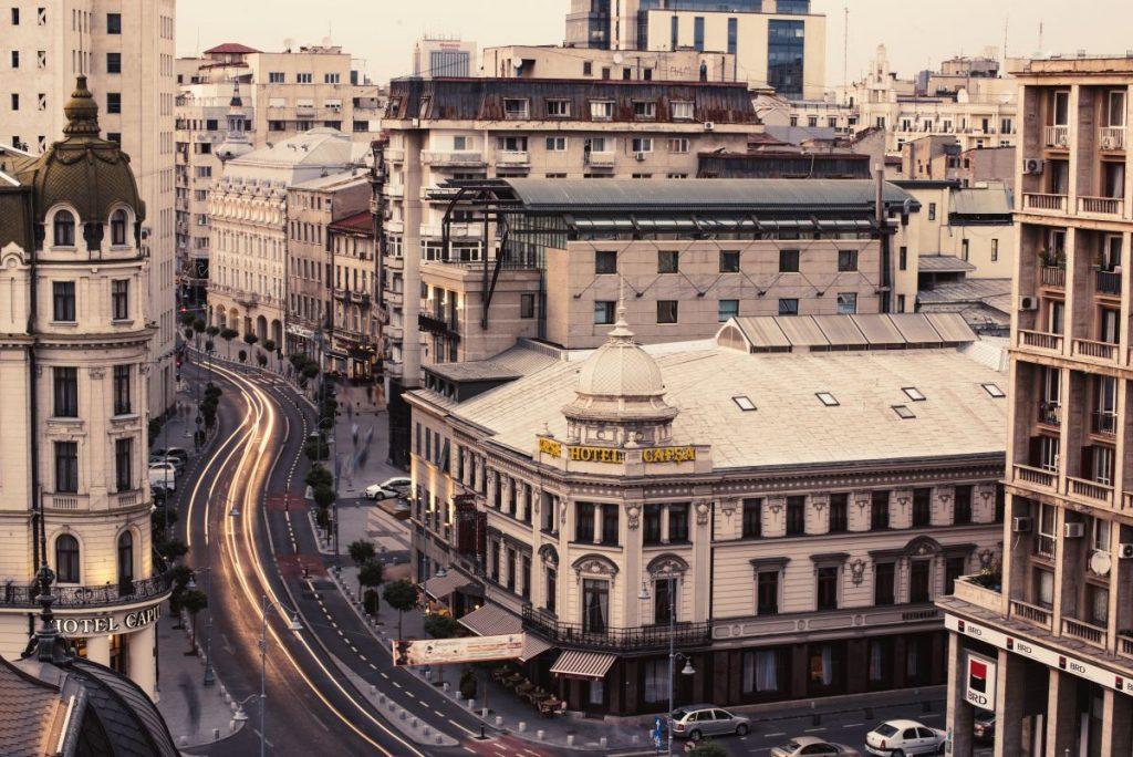 Vedere asupra Hotelului Capșa, de pe Calea Victoriei