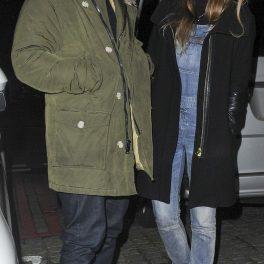 Ed Sheeran și soția sa, surprinși în afara unui restaurant londonez