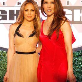 Jennifer și Lynda Lopez, la un meci de box, în 2013, îmbrăcate în rochii elegante