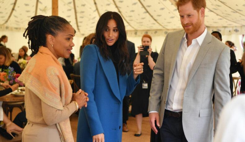 Meghan Markle, împreună cu mama sa și Prințul Harry, la un eveniment găzduit de Ducessa de Sussex, la Palatul Kensington, în 2019
